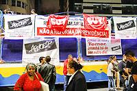 SÃO PAULO, SP, 31.03.2017 - PROTESTO-SP - Professores durante ato contra a Reforma da Previdência e o Sampaprev, na Praça da Republica o mesmo protesto que iniciou em frete a prefeitura de São Paulo e viaduto do Chá, nesta sexta-feira, 31. (Fotos: Nelson Gariba/Brazil Photo Press)