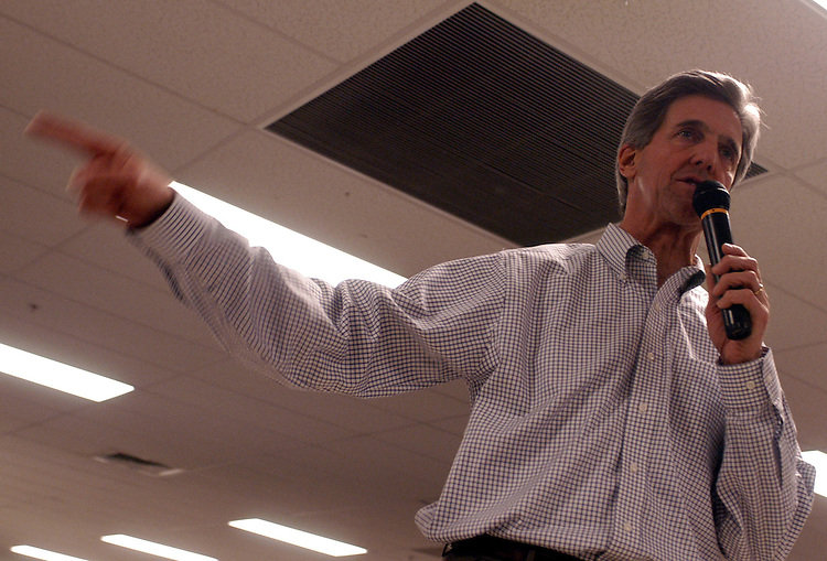 Democratic presidential candidate Sen. John Kerry, D-Ma., held a chilli dinner at the Pembroke Academy school the first day after the Iowa caucus  near Manchester, New Hampshire.