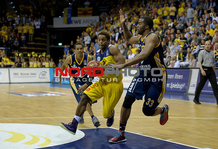 13.05.2015, EWE Arena, Oldenburg, GER, BBL, Play-Off VF, EWE Baskets Oldenburg vs ALBA BERLIN, im Bild Casper Ware (Oldenburg #5), Jamel McLean (Berlin #33)<br /> <br /> Foto &copy; nordphoto / Frisch