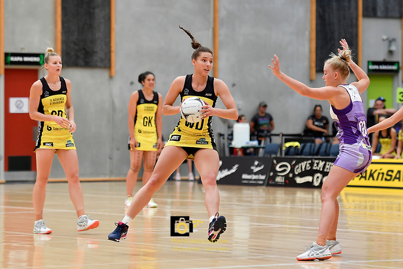 Pulse' Karin Burger in action during the Netball Pre Season Tournament - Pulse v Stars at Ngā Purapura, Otaki, New Zealand on Saturday 9 February  2019. <br />