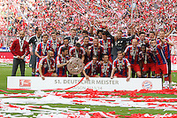 10.05.2014, Allianz Arena, Muenchen, GER, 1. FBL, FC Bayern Muenchen vs VfB Stuttgart, 34. Runde, im Bild die Mannschaft des FC Bayern Muenchen freut sich √ɬºber die gewonnene Meisterschaft und haelt die Meisterschale in den Haenden // during the German Bundesliga 34th round match between FC Bayern Munich and VfB Stuttgart at the Allianz Arena in Muenchen, Germany on 2014/05/10. EXPA Pictures © 2014, PhotoCredit: EXPA/ Eibner-Pressefoto/ Kolbert<br /> <br /> *****ATTENTION - OUT of GER***** <br /> Football Calcio 2013/2014<br /> Bundesliga 2013/2014 Bayern Campione Festeggiamenti <br /> Foto Expa / Insidefoto