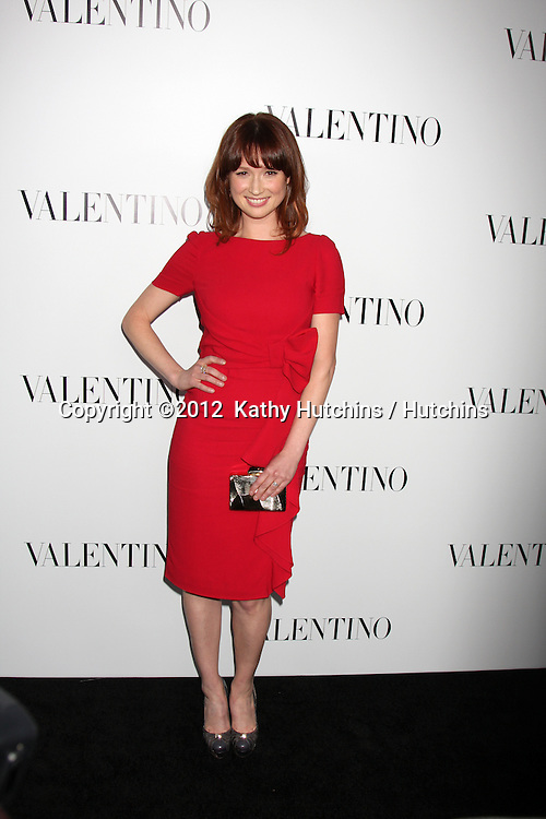 LOS ANGELES - MAR 27:  Ellie Kemper Valentino Beverly Hills Opening at the Valentino Store on March 27, 2012 in Beverly Hills, CA