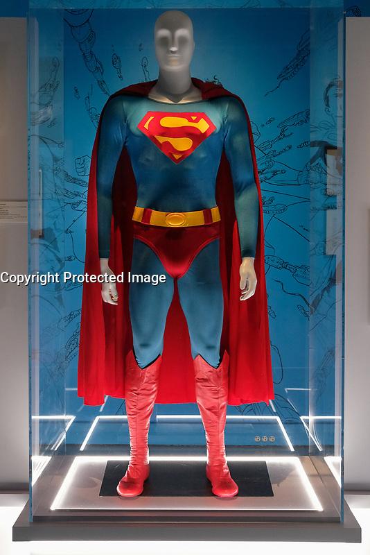 SUPERMAN, COSTUME PORTE PAR CHRISTOPHER REEVE, SUPERMAN 1978 - EXPOSITION DC COMICS 'L'AUBE DES SUPER-HEROS' A ART LUDIQUE-LE MUSEE, PARIS, FRANCE, LE 31/03/2017.
