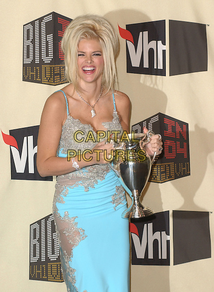 ANNA NICOLE SMITH.The VH1 Big in 04  Award Show held at The Shrine Auditorium in Los Angeles, California .December 1, 2004.half length, award, trophy, blue turquoise dress.www.capitalpictures.com.sales@capitalpictures.com.Supplied by Capital Pictures