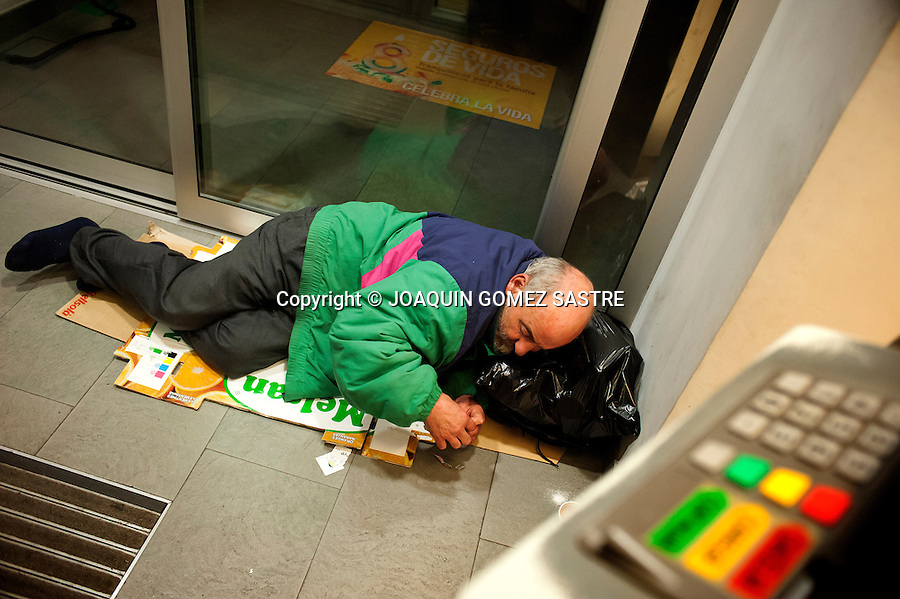 Antonio homeless 58 years of age at the ATM sleeping in Santander (Spain).photo © JOAQUIN GOMEZ SASTRE