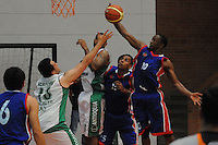 BELLO -COLOMBIA-10-03-2014. Mateo Palacio (Izq) de Academia de la Montaña y Alfrish Henry (Der) Caribbean Heat durante partido por la fecha 1 de la Liga DirecTV de Baloncesto 2014-I de Colombia realizado en el coliseo de la Universidad San Buenaventura en Bello./ Mateo Palacio (L) of Academia de la Montaña and Alfrish Henry (R) of Caribbean Heat during match for the first date of the DirecTV Basketball League 2014-I in Colombia played at Universidad San Buenaventura coliseum in Bello.  Photo:VizzorImage/Luis Ríos/STR