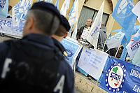 Roma, 18 Ottobre 2011.Piazza Montecitorio.Sindacati di Polizia e vigili del Fuoco protestano contro i tagli del Governo alla pubblica sicurezza..simbolicamente portano in piazza taniche di gasolio e benzina chiedendo un contributo ai cittadini
