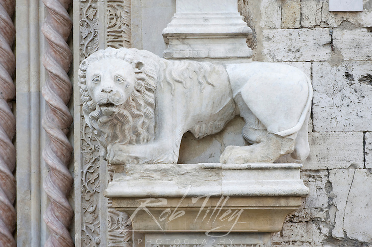 Europe, Italy, Umbria, Perugia, Palazzo dei Priori (City Hall) Guelph Lion, symbol of the Papacy