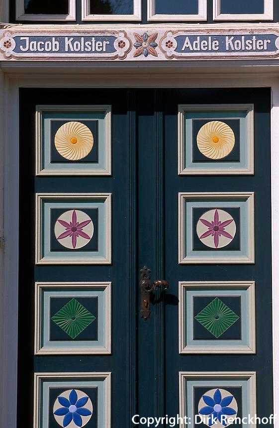 Deutschland, Niedersachsen, Altes Land, Fachwerkhaus von Familie Kolster, bemalte Holztür