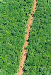 Vista a&eacute;rea de estrada em meio a Floresta Amaz&ocirc;nica | Aerial view of road amid the Amazon Rainforest<br /> <br /> LOCAL: Quer&ecirc;ncia, Mato Grosso, Brasil <br /> DATE: 07/2009 <br /> &copy;Pal&ecirc; Zuppani