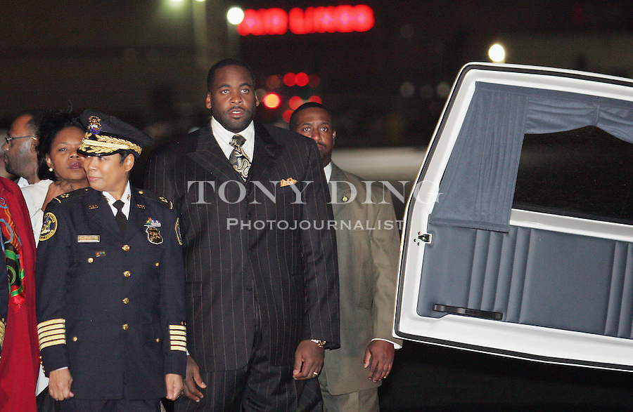 Detroit Police Chief Ella M. Bully-Cummings (left) and Mayor Kwame Kilpatrick (right) await for the arrival of the casket of Rosa Parks on Monday, Oct. 31, 2005 at Detroit Metropolitan Airport in Romulus, Mich. (AP Photo/Tony Ding)