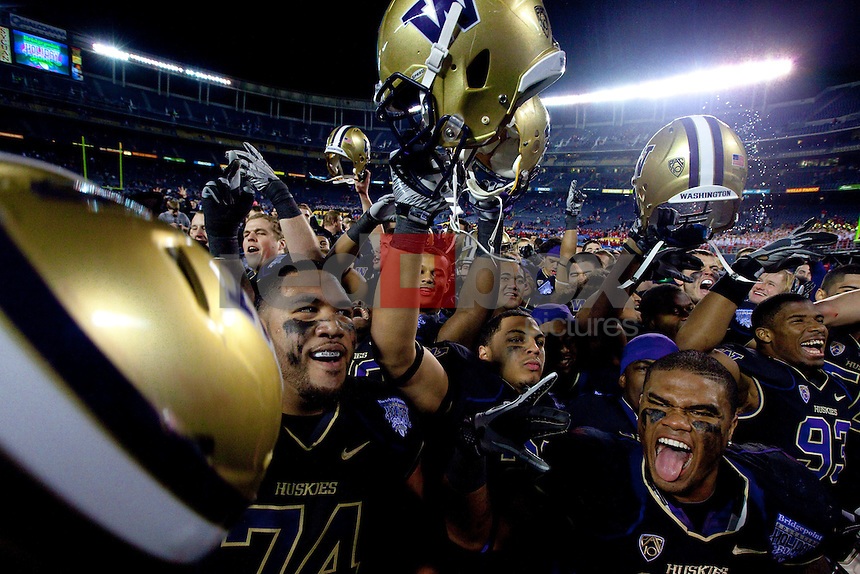 The UW defeats Nebraska in the 2010 Bridgepoint Education Holiday Bowl 19-7 at Qualcomm Stadium in San Diego. (Photography By Scott Eklund/Red Box Pictures)