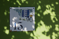 France, Côte d'Armor (22), Côte d'Emeraude, Saint-Jacut-de-la-Mer, Pointe du chevet, détail porte villa   // France, Cote d'Armor, Cote d'Emeraude (Emerald Cost), Saint Jacut de la Mer,Pointe du chevet: detail door villa