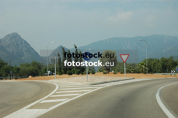 Traffic signs on the road from Palma to S&oacute;ller<br /> <br /> Se&ntilde;ales de tr&aacute;fico en la carretera de Palma a S&oacute;ller<br /> <br /> Verkehrsschilder an der Landstra&szlig;e von Palma nach S&oacute;ller<br /> <br /> 3008 x 2000 px