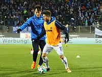 Markus Steinhöfer (SV Darmstadt 98) gegen Dong Won Ji (SV Darmstadt 98) - 21.02.2018: SV Darmstadt 98 vs. 1. FC Kaiserslautern, Stadion am Boellenfalltor, 2. Bundesliga