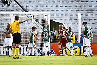 ATENÇÃO EDITOR: FOTO EMBARGADA PARA VEÍCULOS INTERNACIONAIS PRESIDENTE PRUDENTE 11 NOVEMBRO 2012 - CAMPEONATO BRASILEIRO - PALMEIRAS x FLUMINENSE - jogadores do Palmeiras  apos gol do Fluminense  durante partida Palmeiras x Fluminense válido pela 35º rodada do Campeonato Brasileiro no Estádio Eduardo José Farah. Apelido, (Prudentão), no interior paulista na tarde deste domingo (11).(FOTO: ALE VIANNA -BRAZIL PHOTO PRESS)