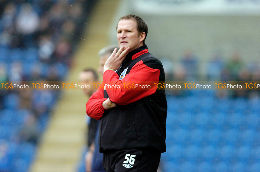 A very concerned looking Huddersfield Town manager Simon Grayson - Colchester United vs Huddersfield Town - nPower League One Football at the Weston Homes Community Stadium - 17/03/12 - MANDATORY CREDIT: Anne-Marie Sanderson/TGSPHOTO - Self billing applies where appropriate - 0845 094 6026 - contact@tgsphoto.co.uk - NO UNPAID USE.