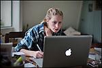Nederland,Utrecht, 09-02-2011-  Kim Ravers (25) is Visual Writer. Als kunstenaar zzp er runt ze haar eenvrouw bedrijf. Ze heeft een communicatie concept onwikkeld waarbij ze communicatie vraagstukken met een Visual , getekende illustratie, zichtbaar maakt in plaats van op  de traditionele manier met gebruik van tekst.  FOTO: Gerard Til / Hollandse Hoogte