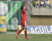 TURBO - COLOMBIA -10-05-2015: Feiver Mercado jugador de América de Cali celebra un gol anotado a Leones FC durante partido por la fecha 13 del Torneo Aguila 2015 jugado en el estadio John Jairo Trellez de la ciudad de Turbo./ Feiver Mercado player of America de Cali celebrates a goal scored to Leones FC during match for the 13th date of Aguila Tournament 2015 played at John Jairo Trellez stadium in Turbo city. Photo: VizzorImage / Gabriel Aponte / Staff