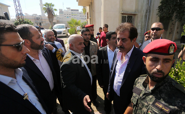 """Chief of General Committee for Crossings and Borders in the Palestinian Authority, Nazmi Mohana visits the passenger registration service headquarter """"Abu Khadra Governmental Complex"""" in Gaza city on October 16, 2017. Photo by Mohammed Asad"""