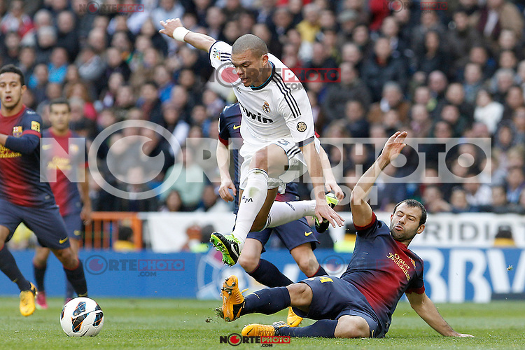 Real Madrid's Pepe (l) and FC Barcelona's Javier Mascherano during La Liga match.March 02,2013. (ALTERPHOTOS/Acero) /NortePhoto