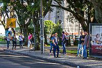 CURITIBA, PR, 26.02.2014 - GREVE / TRANSPORTE PÚBLICO - Na manhã desta quarta-feira (26)Curitiba e região metropolitana amanheceu com greve de motoristas e cobradores do transporte público. A greve por tempo indeterminado atingi 100%, foi deflagrada a noite da última terça-feira(25), em uma assembleia com participação de três mil trabalhadores na Praça Rui Barbosa. O Sindimoc e o Sindicato das Empresas de Transporte Urbano e Metropolitano de Passageiros de Curitiba e Região Metropolitana (Setransp) não chegaram a um consenso sobre o reajuste para as categorias.Na foto terminal de onibus do Portão, bairro do Portão.(Foto: Paulo Lisboa / Brazil Photo Press)