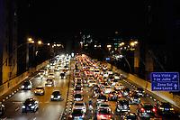 S&Atilde;O PAULO,SP-25,07,2014-TR&Acirc;NSITO/RADIAL LESTE - Tr&acirc;nsito intenso na avenida Radial Leste sentido Zona Leste.Regi&atilde;o central da cidade S&atilde;o Paulo na noite dessa Sexta-feira,25<br /> (Foto: Kevin David/Brazil Photo Press )