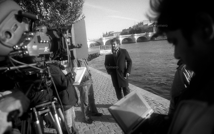 Paris (Ile de France)<br /> <br /> Tournage du fameux film indien  &quot;ASAL&quot; avec Sameera Reddy et Ajith Kumar sur les bords de seine.<br /> <br /> Filming of the famous indian film &quot;ASAL&quot; with Ajith Kumar and Sameera Reddy on the banks of the Seine.