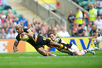 Tom Varndell of London Wasps scores a try despite the attentions of Tom Williams of Harlequins during the Aviva Premiership match between London Wasps and Harlequins at Twickenham on Saturday 1st September 2012 (Photo by Rob Munro).