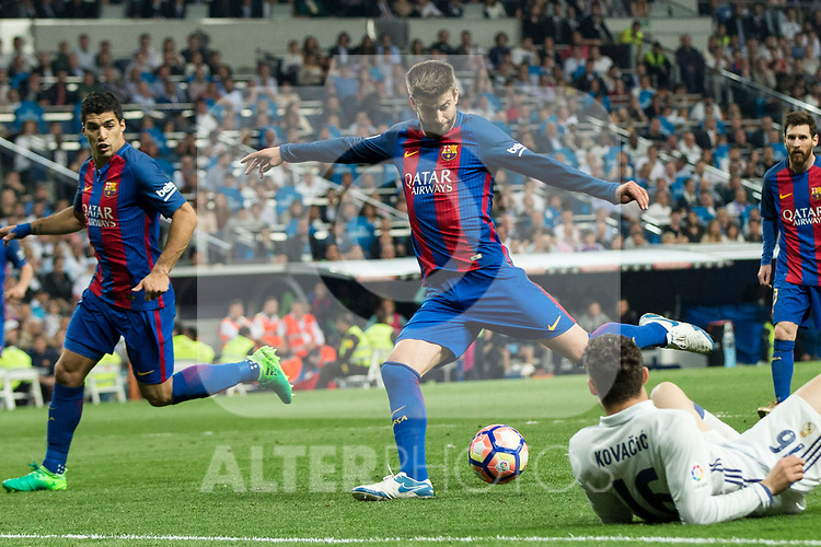 Gerard Pique of FC Barcelona during the match of La Liga between Real Madrid and Futbol Club Barcelona at Santiago Bernabeu Stadium  in Madrid, Spain. April 23, 2017. (ALTERPHOTOS)