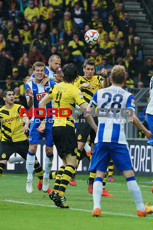 09.05.2015, Signal Iduna Park, Dortmund, GER, im Bild Sebastian Kehl (Borussia Dortmund #5) im Duell mit John Heitinga (Hertha BSC Berlin #5)<br /> <br /> Foto &copy; nordphoto / Rauch