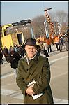 Pier Giovanni Castagnoli durante i lavori di installazione della scultura di Tony Cragg 'Punti di vista' nella Piazza Olimpica di Torino. Gennaio 2006.