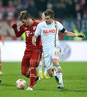 FUSSBALL  DFB-POKAL  ACHTELFINALE  SAISON 2012/2013    FC Augsburg - FC Bayern Muenchen        18.12.2012 Bastian Schweinsteiger (li, FC Bayern Muenchen) gegen Daniel Baier (FC Augsburg)