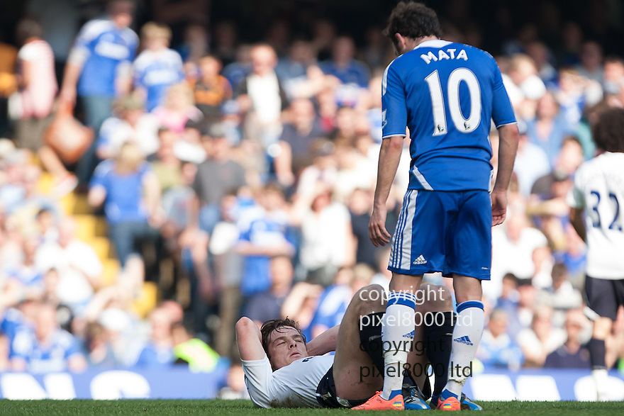 London, UK. Tottenham captain Scott Parker went off with an injury late on during Barclays Premier League fixture Chelsea versus Tottenham Hotspur at Stamford Bridge 24 Mar.  Byline David Fearn Pixel 8000 Ltd