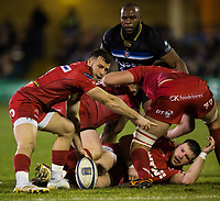 Scarlets&rsquo; Gareth Davies in action during todays match<br /> <br /> Photographer Bob Bradford/CameraSport<br /> <br /> European Champions Cup Round 5 - Bath Rugby v Scarlets - Friday 12th January 2018 - The Recreation Ground - Bath<br /> <br /> World Copyright &copy; 2018 CameraSport. All rights reserved. 43 Linden Ave. Countesthorpe. Leicester. England. LE8 5PG - Tel: +44 (0) 116 277 4147 - admin@camerasport.com - www.camerasport.com