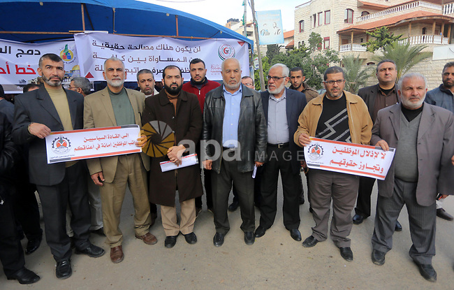 The Palestinian Authority employees in the Gaza Strip take part in a protest demanding their right, in front of the headquarters of the Council of Ministers in Gaza city on December 27, 2017. Photo by Mohammed Asad