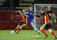 20161124 - LEUVEN ,  BELGIUM : Belgian Janice Cayman (L) and dutch Tessel Middag (R) pictured during the female soccer game between the Belgian Red Flames and The Netherlands , a friendly game before the European Championship in The Netherlands 2017  , Thursday 24 th November 2016 at Stadion Den Dreef  in Leuven , Belgium. PHOTO SPORTPIX.BE | DIRK VUYLSTEKE