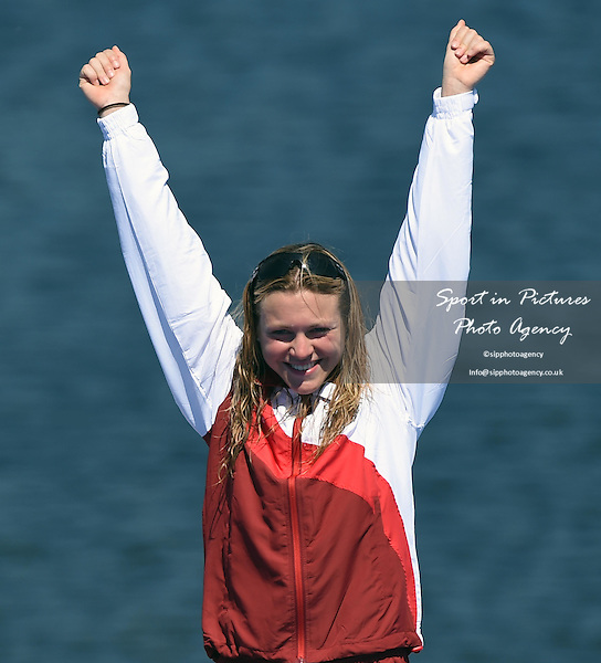 Vicky Holland (ENG) celebrates getting bronze in the Women's Triathlon at the 2014 Commonwealth Games. <br /> PHOTO: Mandatory by-line: Garry Bowden/SIPPA/Pinnacle - Tel: +44(0)1363 881025 - Mobile:0797 1270 681 - VAT Reg No: 183700120 - 240714 - Glasgow 2014 Commonwealth Games - Strathclyde County Park, Glasgow, Scotland, UK