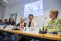 Pressekonferenz der Menschenrechtsorganisation &quot;Terre des Femmes&quot; am Donnerstag den 23. August 2018 in Berlin, anlaesslich ihrer Petition &quot;Den Kopf frei haben!&quot;, die sich fuer ein Verbot des sogenannten &quot;Kinderkopftuch&quot; fuer Maedchen unter 18 Jahren einsetzt. Fuer Terre des Femmes ist das Kinderkopftuch der Missbrauch von Kindern fuer eine Religion und eine Kinderrechtsverletzung.<br /> Ziel der Unterschriftensammlung fuer die Petition sind 100.000 Unterschriften.<br /> Im Bild vlnr.: Ali Ertan Toprak, Praesident de Bundesarbeitsgemeinschaft der Immigrantenverbaende; Nina Coenen, Terre des Femmes; Prof. Dr. Susanne Schroeter, Direktorin des Frankfurter Forschungszentrum Globaler Islam; Seyran Ates, Rechtsanwaeltin und Imamin an der liberalen Ibn-Rushd-Goethe-Moschee in Berlin und Dr. Sigrid Peter, Vizepraesidentin des Bundesverbands des Kinder- und Jugendaerzte.<br /> 23.8.2018, Berlin<br /> Copyright: Christian-Ditsch.de<br /> [Inhaltsveraendernde Manipulation des Fotos nur nach ausdruecklicher Genehmigung des Fotografen. Vereinbarungen ueber Abtretung von Persoenlichkeitsrechten/Model Release der abgebildeten Person/Personen liegen nicht vor. NO MODEL RELEASE! Nur fuer Redaktionelle Zwecke. Don't publish without copyright Christian-Ditsch.de, Veroeffentlichung nur mit Fotografennennung, sowie gegen Honorar, MwSt. und Beleg. Konto: I N G - D i B a, IBAN DE58500105175400192269, BIC INGDDEFFXXX, Kontakt: post@christian-ditsch.de<br /> Bei der Bearbeitung der Dateiinformationen darf die Urheberkennzeichnung in den EXIF- und  IPTC-Daten nicht entfernt werden, diese sind in digitalen Medien nach &sect;95c UrhG rechtlich geschuetzt. Der Urhebervermerk wird gemaess &sect;13 UrhG verlangt.]