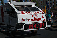 Inhabitants of various Buenos Aires' slums protest in front of the Municipal Palace because of the lack of a housing policy.(Photo: Patricio Murphy / Brazil Photo Press).