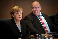 Bundeskanzlerin Angela Merkel (CDU) und Kanzleramtsminister Peter Altmaier (CDU) nehmen am Mittwoch (11.11.15) in Berlin an der Kabinettssitzung teil.<br /> Foto: Axel Schmidt/CommonLens