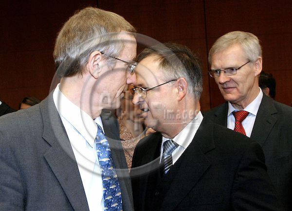 BRUSSELS - BELGIUM - 10 FEBRUARY 2004-- ECO / FIN EU-Council meeting with Finance Ministers. --The Finnish Finance Minister Antti KALLIOMÄKI (Kalliomaeki) (L), the German Finance Minister Hans EICHEL and Bosse RINGHOLM the Swedish Finance Minister  (R). -- PHOTO: JUHA ROININEN / EUP-IMAGES.COM