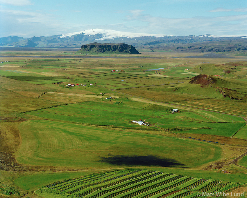 Garðakot og Vatnskarðshólar séð til vesturs, Mýrdalshólar áður Dyrholahreppur / Gardakot and Vatnskardsholar viewing west, Myrdalshreppur former Dyrholahreppur.