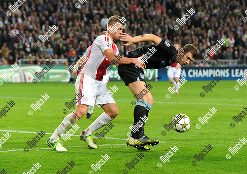 2012-10-24 / Voetbal / seizoen 2012-2013 / UEFA Champion League / Ajax - Manchester City/ Toby Alderweireld (l. Ajax) houdt Edin Dzeko af..Foto: Mpics.be