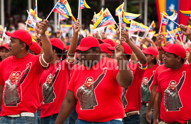 Venezuela: Caracas,04/02/12 .Venezuelan  workers march during a military parade in Caracas, Venezuela. Chavez canmemorated 20 years of his failed coup in 1992 with a parade of military forces..Carlos Hernandez/Archivolatino