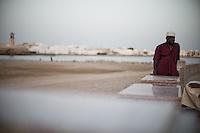 """Lire l'article dans la revue de géopolitique Diploweb:<br /> http://www.diploweb.com/Geopolitique-d-Oman.html<br /> Le FERAM (Forum d'Echanges et de Rencontres Administratifs Mondiaux):<br /> http://www.feram.org/page.asp?ref_arbo=2613&ref_page=11044<br /> Le GERM (Groupe d'Etudes et de Recherches sur les Mondialisations):<br /> http://www.mondialisations.org/php/public/art.php?id=39387&lan=FR<br /> En Grèce, dans la revue Anixneuseis:<br /> http://www.anixneuseis.gr/?p=140527<br /> La revue des idées, Fondation Jean Jaures, n°643, 08/03/2016, http://newsletter.jean-jaures.org/2016/0308/ri643/ri.html<br /> Le Petit Futé :<br /> https://www.petitfute.com/p175-oman/guide-touristique/c7253-histoire.html et https://www.petitfute.com/p175-oman/guide-touristique/c7256-politique-et-economie.html<br /> En source  http://www.iris-france.org/80834-oman-une-autre-geopolitique-dans-le-monde-arabe/<br /> <br /> """"Discret, le sultanat d'Oman devient un acteur à considérer. En quoi ses choix politiques, passés et présents, impactent-ils la région et son territoire ? La société qui les porte est-elle aussi stable que son image aimerait nous le faire croire ? A. Mouthon présente une solide étude, appuyée sur un terrain, illustré d'une carte et de photographies"""". Diploweb-2016"""