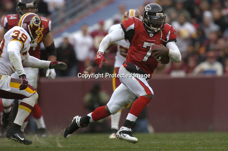 3 December 2006:  Falcons QB Michael Vick (7) scrambles and runs upfield for a first down.  The Atlanta Falcons defeated the Washington Redskins 24-14 at FedEx Field in Landover, MD.