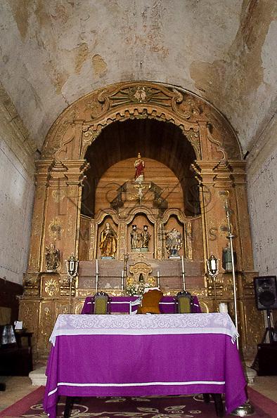 Altar da Igreja dos Santos Cosme e Damião (1535), Igarassu - PE, 12/2012.