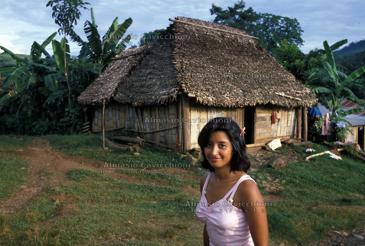 Novembre 1984, Nicaragua, Tasba Pri, case tradizionali degli indios Miskito.<br /> November 1984, Nicaragua, Tasba Pri, traditional houses of the Miskito Indians.