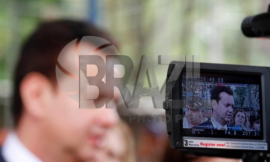 SÃO PAULO,SP, 24 FEVEREIRO 2012 PREFEITO VISTORIA OBRAS QUADRA ESCOLA <br /> O prefeiito de São Paulo Gilberto Kassab vistoriou  na manha de hoje as obras de cobertura da quadra poliesportiva da EMEF Arthur Azevedo<br />  Avenida Salim Farah Maluf, 999 - Chácara Tatuapé - Zona Leste.FOTO ALE VIANNA / BRAZIL PHOTO PRESS